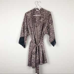 Leapord Print robe with laced sleeves. Size 14